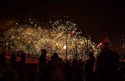 Saludo festivo de fuegos artificiales el la noche del Año Nuevo El 1 de enero de 2016 en Amsterdam - Netherland Imágenes de archivo libres de regalías
