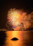 Saludo, fuegos artificiales hermosos Fotos de archivo