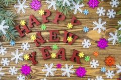 Saludo a los 2018 años con los copos de nieve coloridos y el fi Foto de archivo libre de regalías