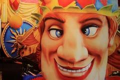 Saludo a los visitantes, New Orleans, 2016 de la cara del bufón del carnaval, brillante y colorido Imagen de archivo libre de regalías