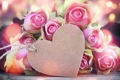 Saludos de Rose para el día de tarjetas del día de San Valentín Fotos de archivo
