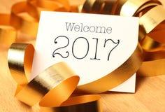 Saludos del Año Nuevo con las decoraciones del oro Imagenes de archivo
