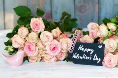 Saludos florales para el día de tarjetas del día de San Valentín Imagen de archivo libre de regalías