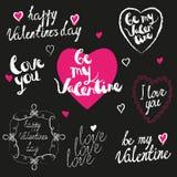 Saludos manuscritos del día de tarjeta del día de San Valentín fijados Foto de archivo