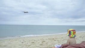 Saluer l'avion de approche banque de vidéos