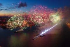 Salutów żagli szkarłat Świąteczny salut jest wspaniały Fajerwerk pirotechnika fotografia royalty free