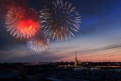 Salut à St Petersburg, le jour de la victoire 9 peuvent Images stock