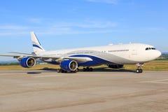 Salut mouche A340 Photos stock
