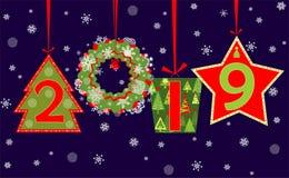 Salutation de saison pendant 2019 nouvelles années avec accrocher les nombres coupés, le boîte-cadeau, la guirlande, le sapin, l' Photo stock