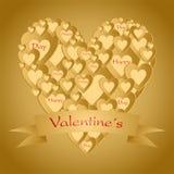 Salutation de Valentine d'or avec un coeur composé de petits coeurs d'or avec le ruban avec le lettrage rouge sur des valentines  Photo stock
