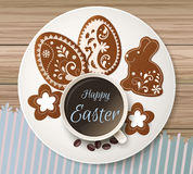 Salutation heureuse de Pâques, pain d'épice sous forme d'oeufs Vacances de ressort, fond de Pâques Photos stock