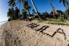 Salutation traditionnelle de Bula sur la plage aux Fidji images stock