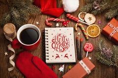 Salutations de Noël avec des décorations Photos stock
