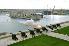 Salutera batteriet i Malta Royaltyfria Bilder