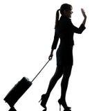 Salutera för resande för affärskvinna   kontur royaltyfri foto