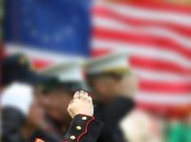 Salutera för soldater Arkivbilder