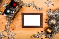 Saluti di Natale con la decorazione d'argento fotografia stock