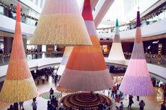Saluti stagionali nel centro commerciale IFC2 di Hong Kong Immagine Stock Libera da Diritti