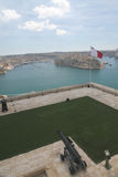 Saluting battery and Maltese flag. Saluting battery overlooking Grand harbour, Malta Royalty Free Stock Photos