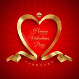 Saluto di giorno di biglietti di S. Valentino con il nastro dorato Fotografia Stock