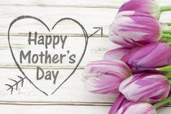 Saluto felice di giorno del ` s della madre con i fiori Fotografia Stock Libera da Diritti