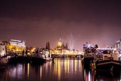 Saluto festivo dei fuochi d'artificio sulla notte del nuovo anno Il 1° gennaio 2016 a Amsterdam - Netherland Fotografia Stock