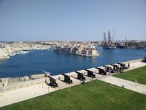 Salutuje Bateryjny Uroczysty schronienie Valletta obrazy royalty free