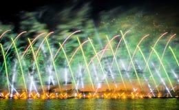 Saluty i fajerwerki nad rzecznym neva w białej nocy Zdjęcie Royalty Free