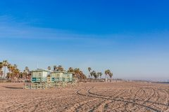 Salva-vidas Houses na praia de Veneza, Los Angeles fotografia de stock royalty free