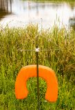 Salva-vidas por um lago Fotografia de Stock