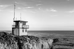 Salva-vidas Station no por do sol em Califórnia do sul no preto e Foto de Stock Royalty Free