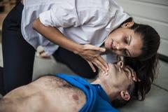 Salvador assiting el hombre inconsciente Fotos de archivo libres de regalías