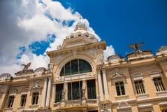 SALVADOR, EL BRASIL: Rio Branco Edificio cl?sico en el sao superior Salvador da Bahia de la ciudad imágenes de archivo libres de regalías