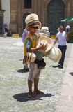 Salvador, el Brasil, vendedor de sombreros fotos de archivo