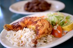 Salvadorianer Fried Chicken Stockfoto