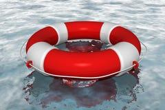 Salvagente rosso in acqua Fotografie Stock Libere da Diritti