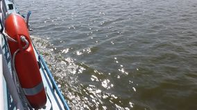 Salvagente su una nave nel moto archivi video