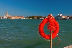 Salvagente sul lungomare a Venezia, Italia Fotografia Stock Libera da Diritti