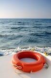 Salvagente sulla navigazione della barca nel mare Fotografie Stock Libere da Diritti