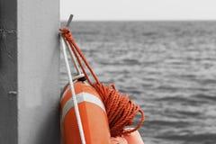 Salvagente sulla spiaggia fotografie stock