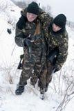 Salvamento do ferido do soldado Fotografia de Stock