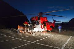 Salvamento por helicóptero, helicóptero no ar ao voar Imagens de Stock