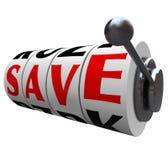 Salvar as rodas do slot machine da palavra que salvar o disconto do dinheiro Fotos de Stock Royalty Free