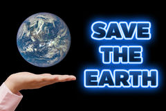 Salvar nossa terra do planeta Conceito da ecologia (dia ou Dia da Terra de ambiente de mundo) Fotografia de Stock Royalty Free