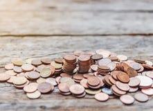 Salvar o dinheiro e explique operação bancária o conceito do negócio da finança imagem de stock royalty free