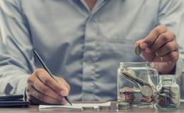 Salvar o dinheiro para a aposentadoria para o conceito do negócio da finança imagens de stock royalty free