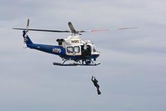 Salvataggio aeromarittimo di NYPD Fotografie Stock Libere da Diritti