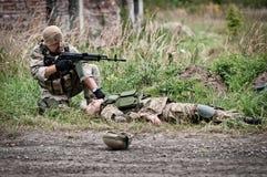 Salvataggio del soldato ferito Fotografie Stock Libere da Diritti