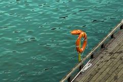 Salvavidas, ayuda de emergencia Resto seguro en el agua Imágenes de archivo libres de regalías