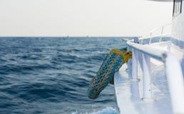 Salvavidas en la cubierta del barco de cruceros imágenes de archivo libres de regalías